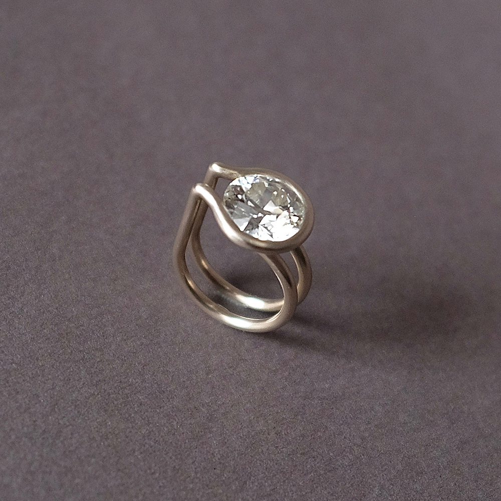 Bague solitaire, or gris diamant